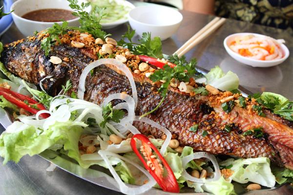 Cá lóc nướng ngon thơm đậm đà hương vị đồng quê.