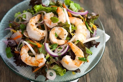 Salad tôm thái chua cay ngon tuyệt