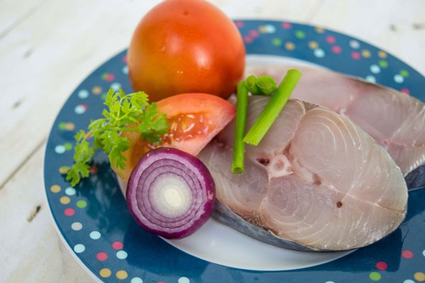 Nguyên liệu cho món cá thu sốt cà chua