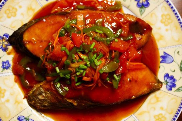Thưởng thức cá thu sốt cà chua