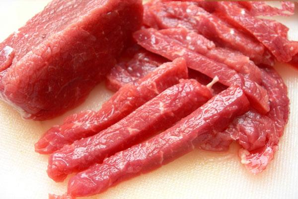 Chọn thịt bò ngon làm chả